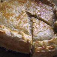 Hartige taart met gerookte kip en paprika